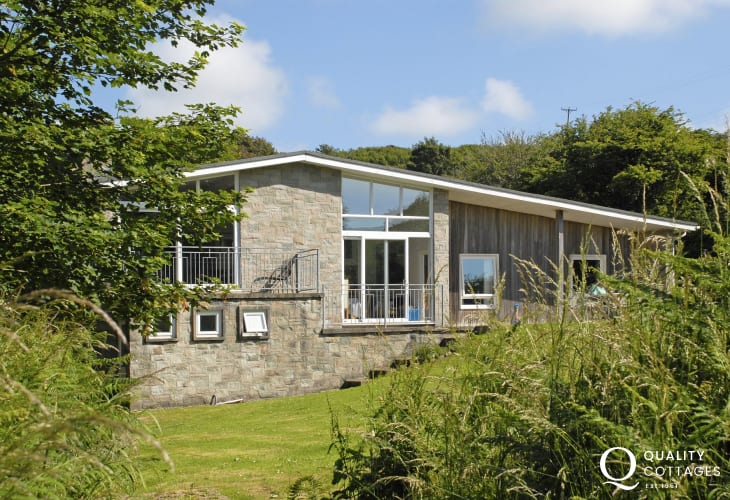 Nolton Haven holiday home with large gardens - pets welcome