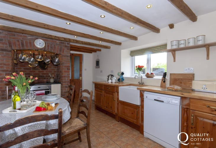 Self-catering Pembrokeshire cottage - open plan kitchen/dining room with inglenook