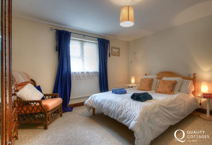 Carmarthenshire holiday cottage - double bedroom