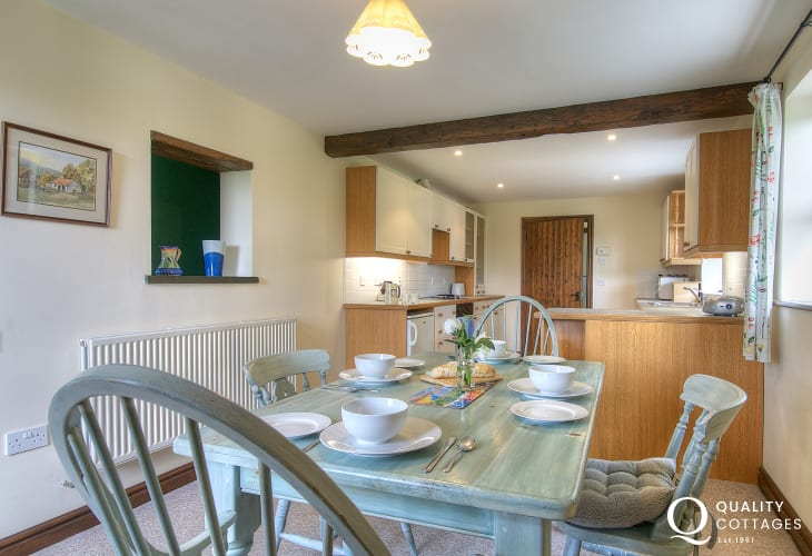 Holiday cottage in Carmarthenshire - open plan kitchen / dining area