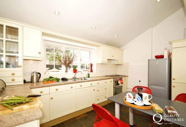 Riverside cottage wales - kitchen