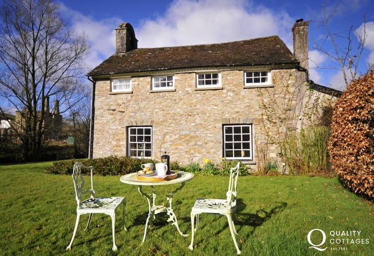 Llandovery pet friendly holiday cottage Wales - ext
