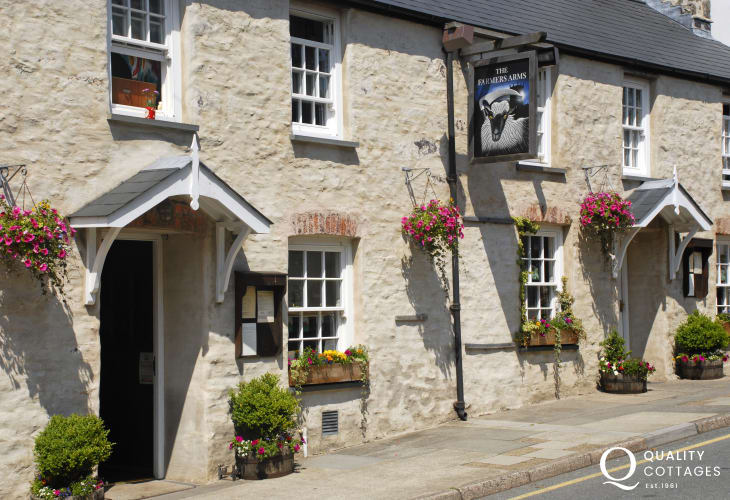 The Farmers Arms - a dog friendly pub with good food and lovely beer garden