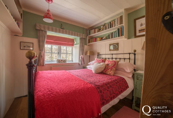 Porthmadog holiday cottage - bedroom