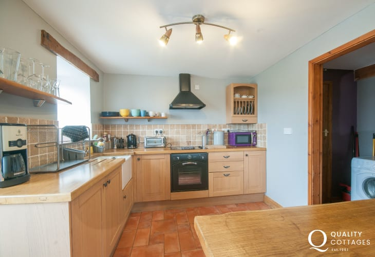 Cwm Bychan holiday cottage  - kitchen