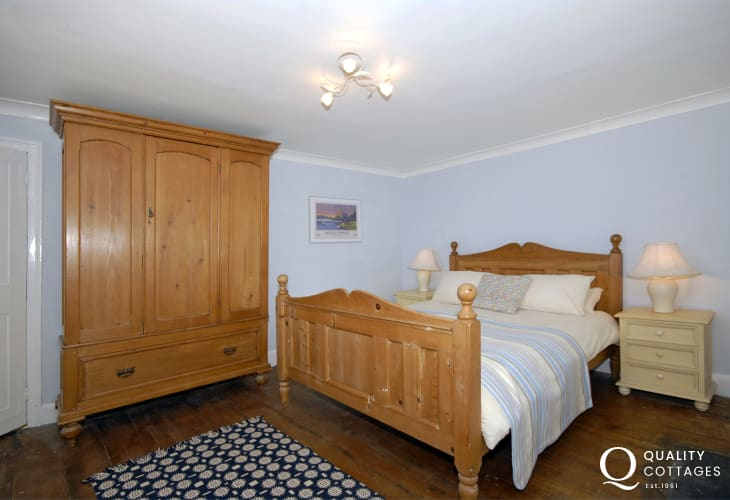 Holiday home Tenby, sleeps 8 - 2nd floor double with sea views