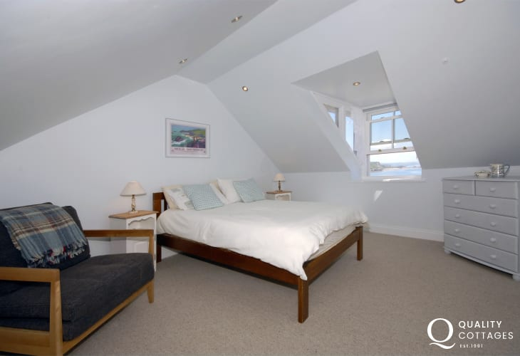 Tenby Pembrokeshire family house sleeping 8 - 3rd floor master en-suite with sea views