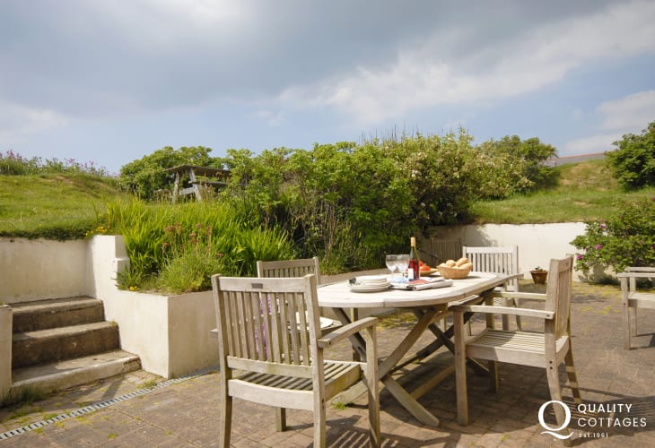 Broad Haven holiday cottage - sheltered patio