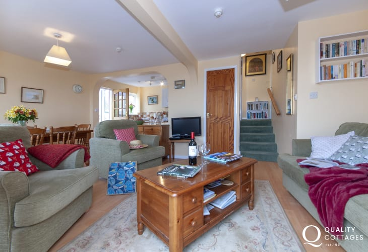 Pet friendly Broad Haven holiday cottage - living/dining/kitchen area