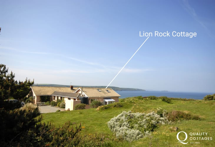 Broad Haven holiday cottage with sea views - pets welcome