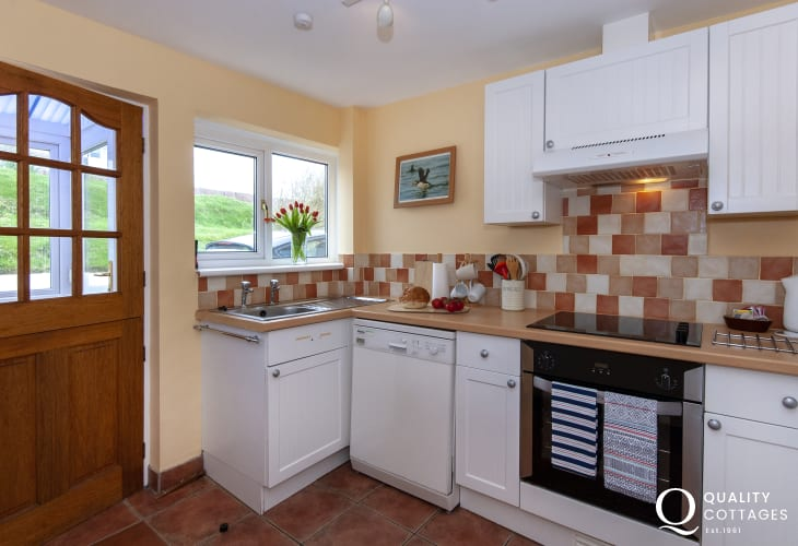Broad Haven, Pembrokeshire cottage for 3 - kitchen area