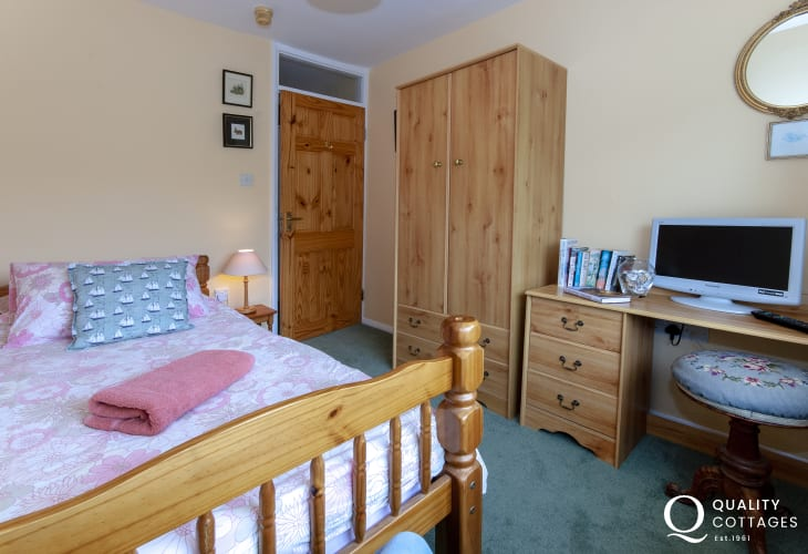 Self-catering Pembrokeshire holiday cottage sleeping 3 - single