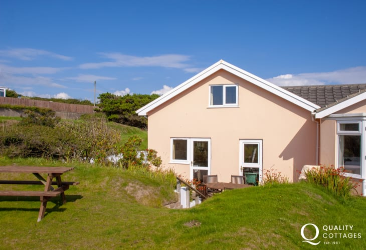 Pembrokeshire Broad Haven self-catering cottage - pets welcome