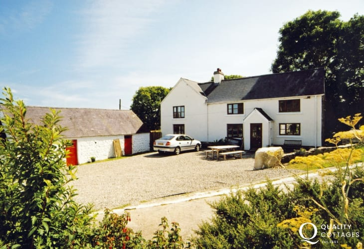 Newgale self-catering holiday farmhouse