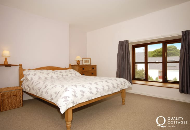 North Pembrokeshire holiday house near the coast - master bedroom