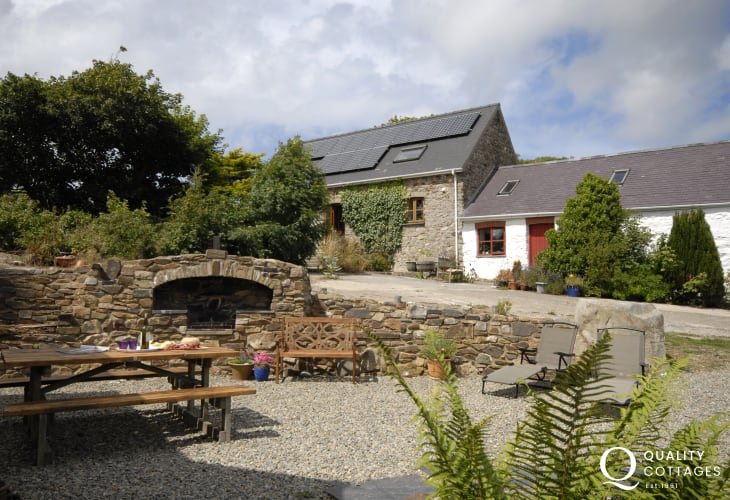 Pembrokeshire Farmhouse holiday - bbq