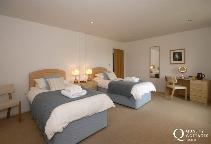 Self catering Solva sleeping 8 - ground floor spacious twin bedroom