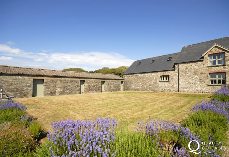 Pet friendly self-catering Pembrokeshire Coast Solva - large enclosed gardens