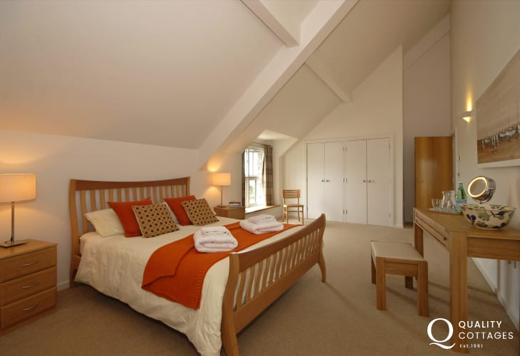 Coastal holiday home near Solva - king size bedroom with en-suite bath and wet room