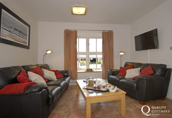 Solva holiday house - open plan kitchen/diner/ family sitting area with Sky t.v.