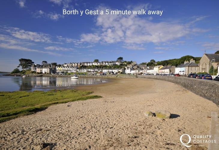 Borth y Gest a 5 min walk away