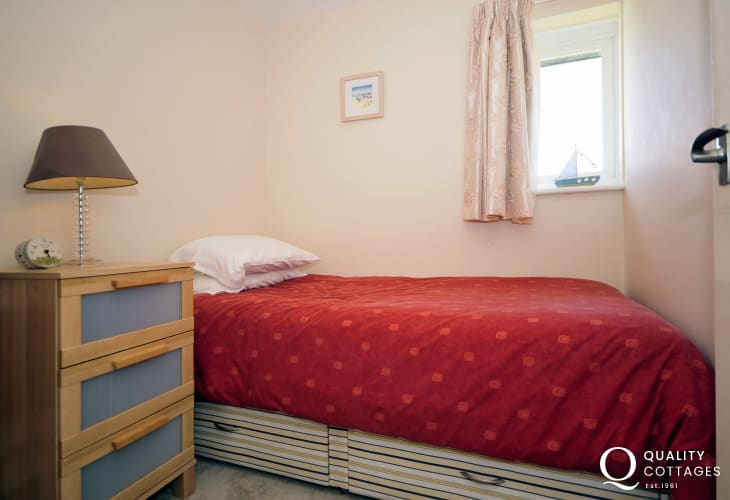Borth y Gest holiday cottage - single bedroom