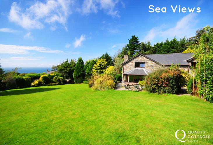 Cottage near Harlech sea views across shell island