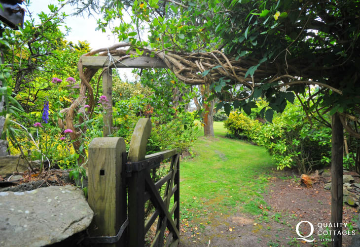 Cottage with hot tub Harlech - garden