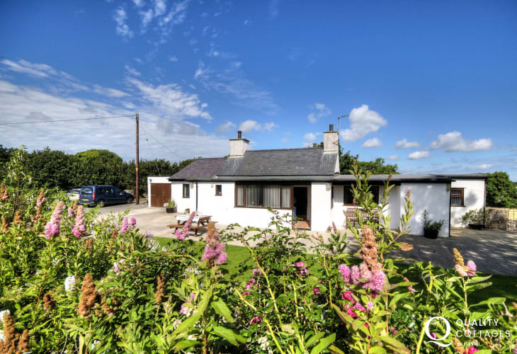 Cottage in rural location with large enclosed grounds