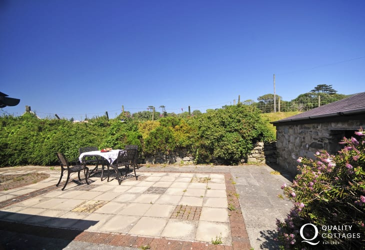 Self catering Talybont - patio