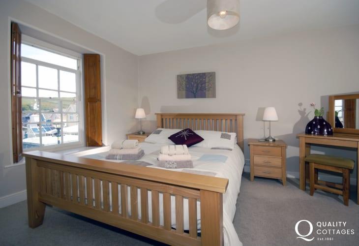 Cardigan Bay coastal holiday home - king size master