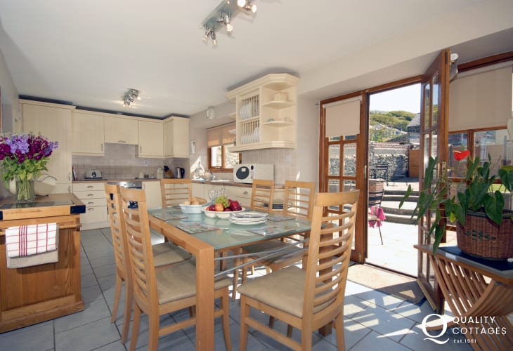 Self-catering cottage Aberaeron - luxury kitchen/diner