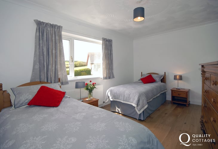 Cardigan Golf Club holiday bungalow - twin bedroom
