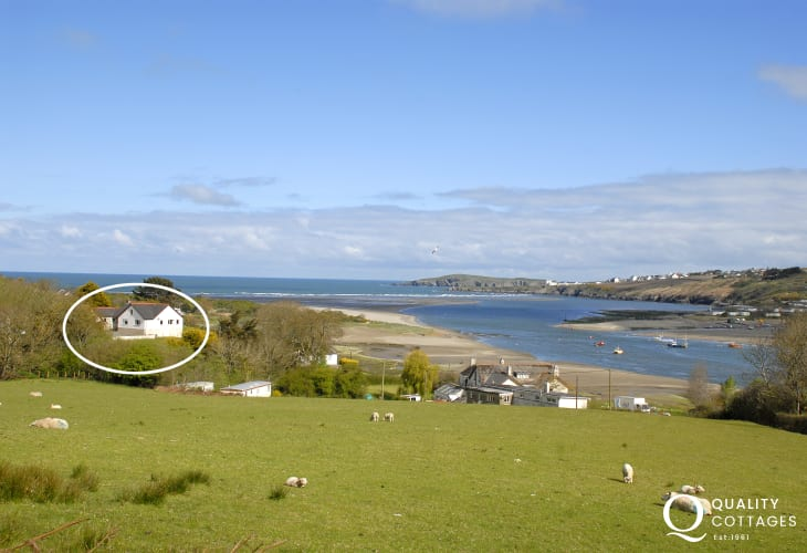 Coastal holiday home overlooking the Teifi Estuary and Poppit Sands - pets always welcome