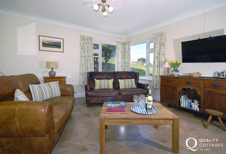 Cardigan Bay holiday house with oak floors - sun lounge