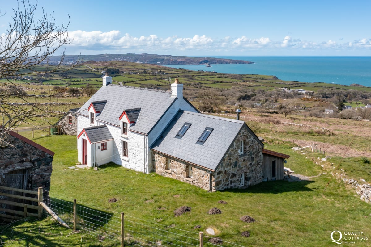 Cottage with views overlooking Fishguard Bay