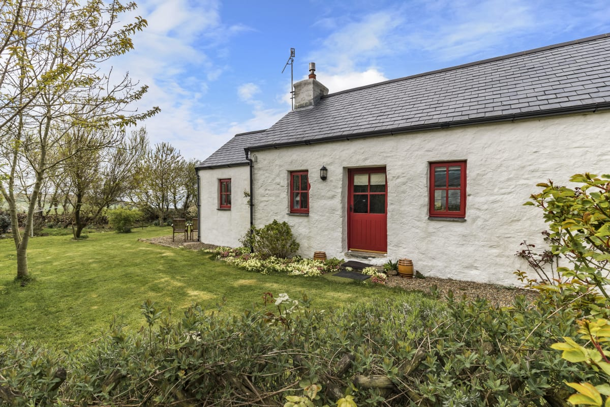 Holiday cottage with views over Fishguard Bay