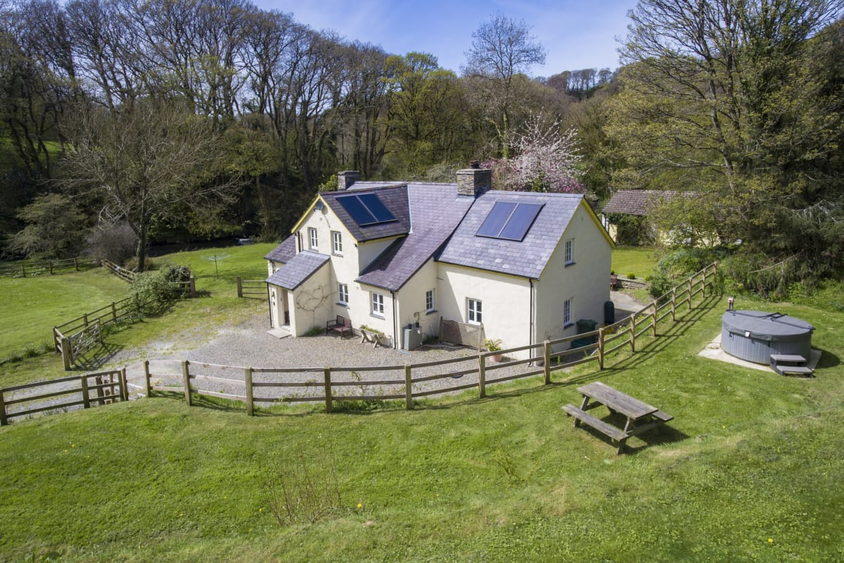 Large Holiday Cottage near Nevern