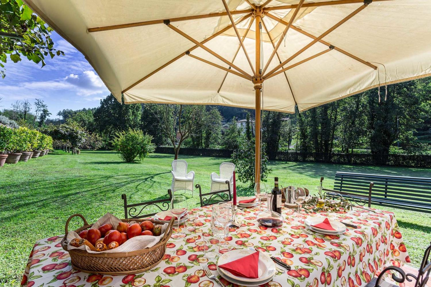 Garden dining table, Casa Agrume, Tuscany, Lucca.