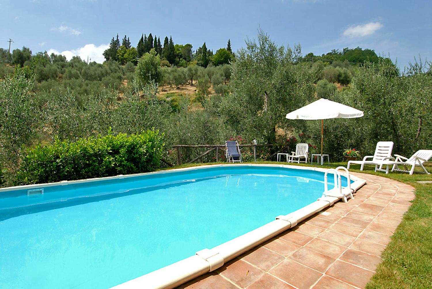 Small Italian farmhouse with private pool