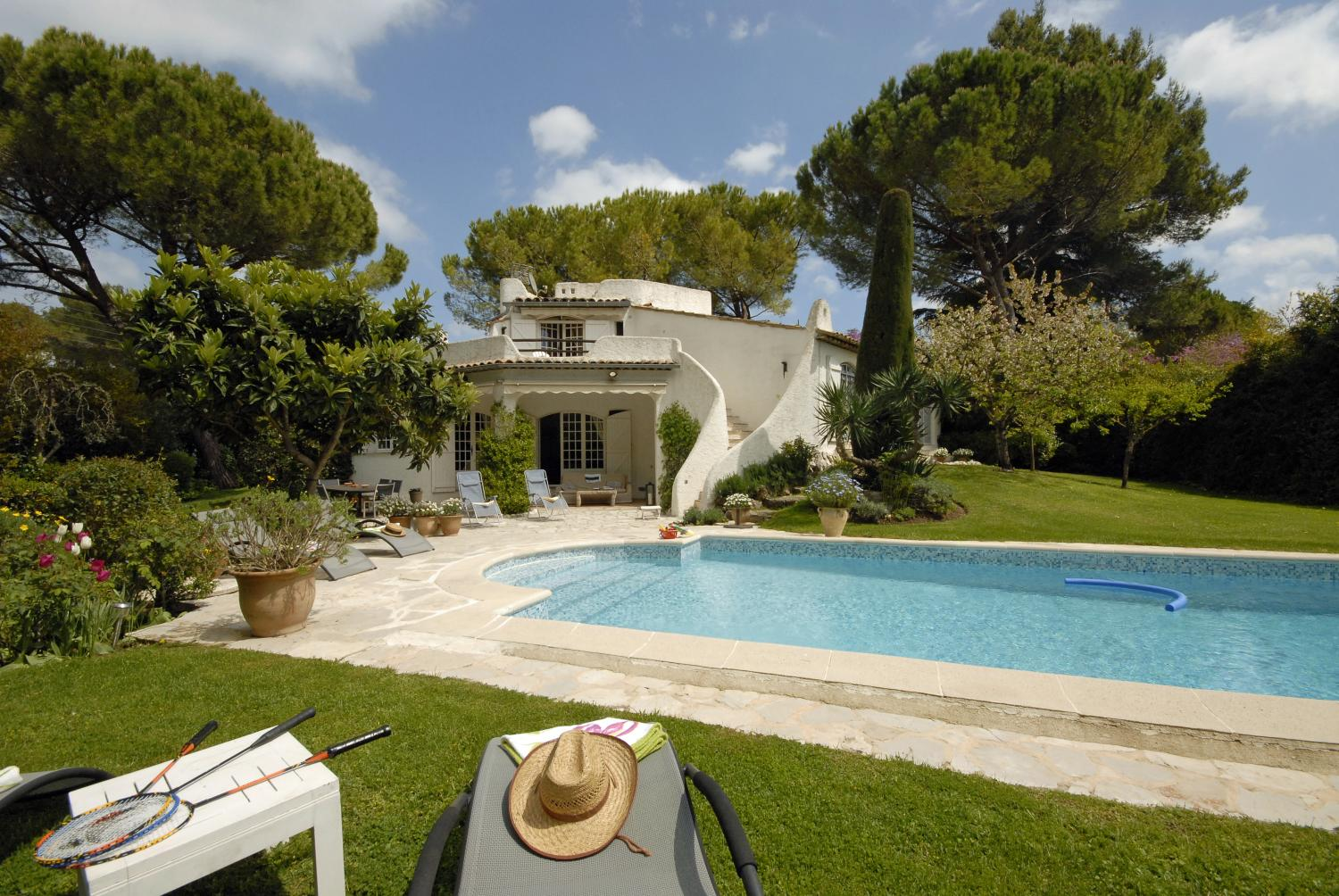 private villa with pool on the cote d'azur
