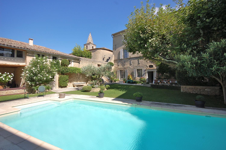 Provence villa walking distance to village