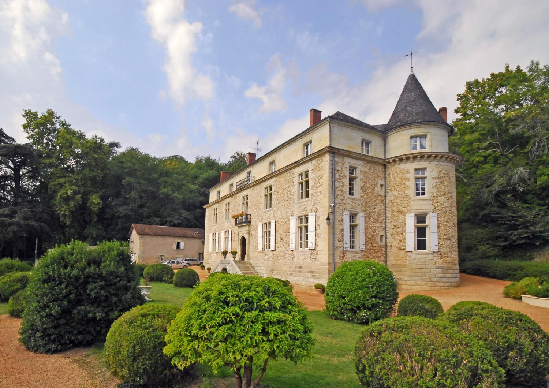 Villa Exterior, Chateau de Siorac, Annesse et Beaulieu, Dordogne.