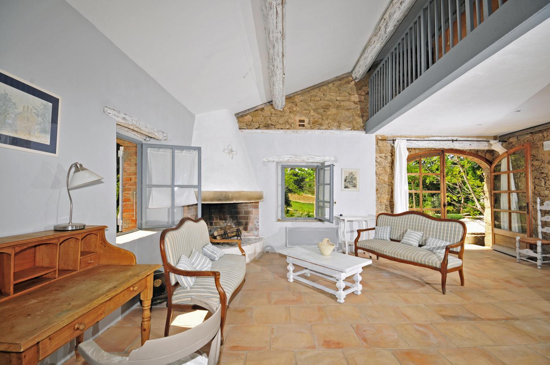 Open indoor living room, Bastide Claudine, St Tropez Var, Plan De La Tour.