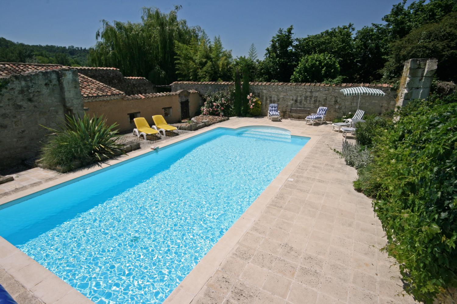 Lot et Garonne holiday cottage with pool
