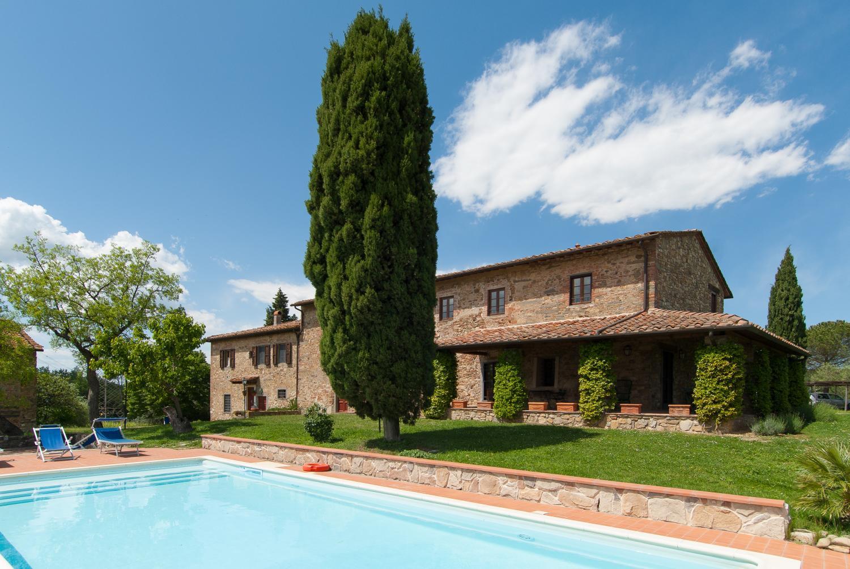 Large Chianti villa near restaurant sleeps 16