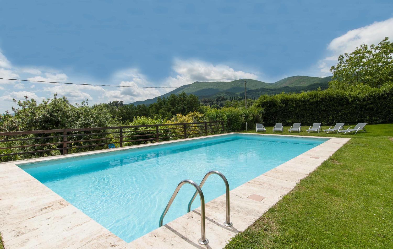 Outdoor pool, Biancaserena, Tuscany, Cetona.