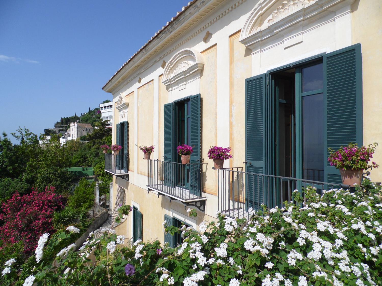 Elegant Amalfi Coast period villa with sea views