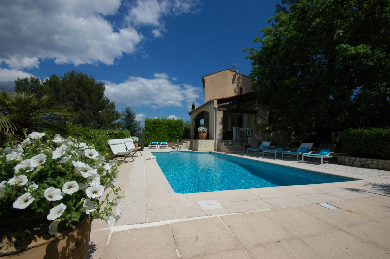 Cote d'Azur country villa with private pool & views