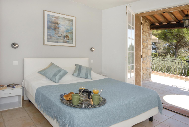 bedroom Villa des Dauphins   Peymeinade   QV